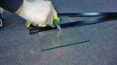 Резка стекла масляным стеклорезом