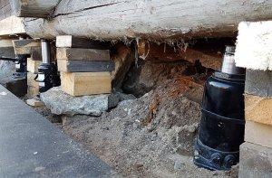 Если домкрат постоянно используется в грязных условиях, заменять масло необходимо чаще